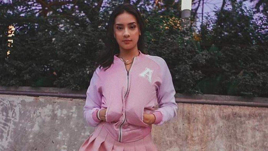 Kibarkan Bendera Robek, Instagram Anya Geraldine Diserbu Netizen