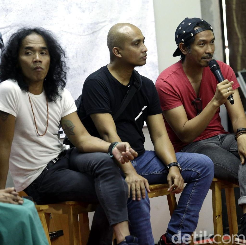 Pengalaman Seru Slank Tampil dengan Konsep Burning Stage
