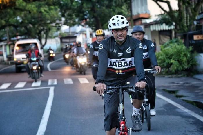 Calon Wakil Gubernur Jawa Barat, Ahmad Syaikhu merupakan kepala daerah yang sangat menyukai olahraga. Foto: Instagram/syaikhu_ahmad_