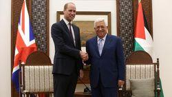 Kunjungi Tepi Barat, Pangeran William Bertemu Presiden Palestina