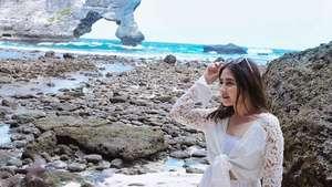 Dear Ariel, Pevita Pearce Lagi Happy Banget Nih!