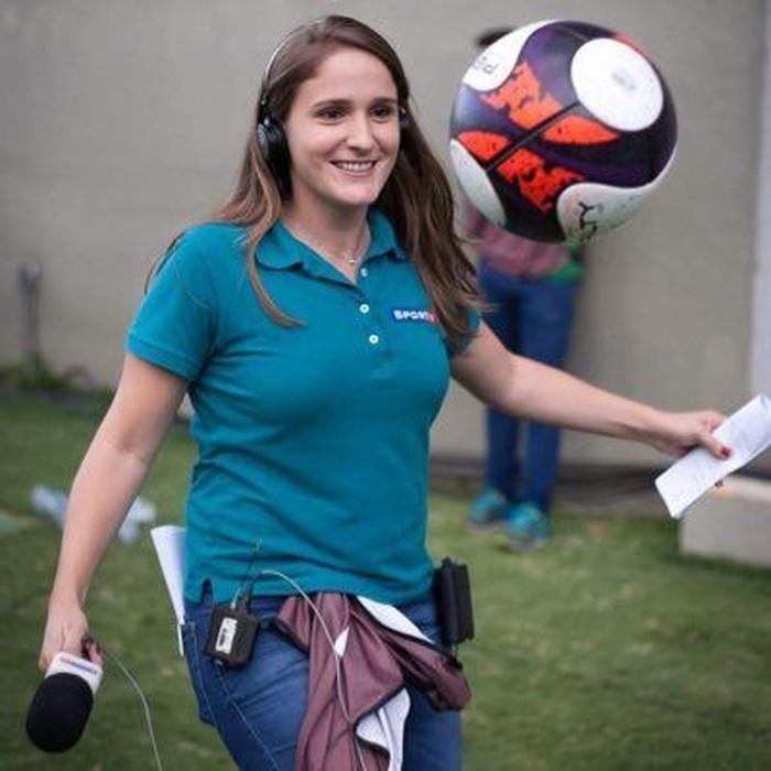Julia Guimaraes, reporter televisi yang melawan saat dilecehkan penonton Piala Dunia 2018. Foto: Dok. Twitter