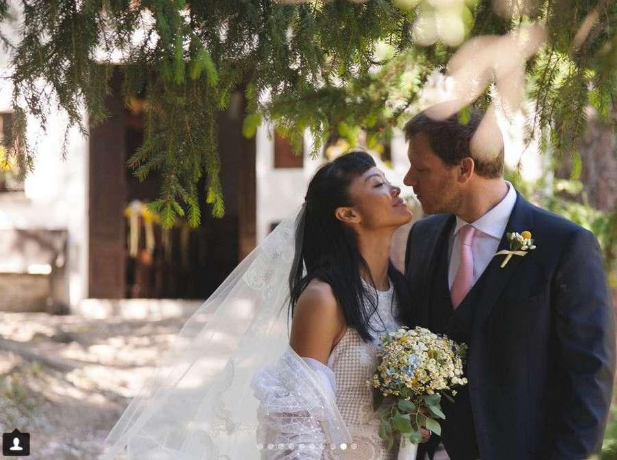 Pose Seksi Anya Geraldine, Happy Wedding Kelly Tandiono