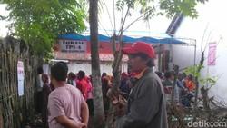 Antusias Korban Banjir Bandang Tinggi Meski Nyoblos di TPS Darurat