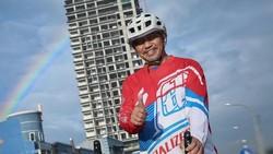 Calon Wakil Gubernur Jawa Barat, Ahmad Syaikhu merupakan kepala daerah yang senang berolahraga, salah satu olahraga yang sangat ia sukai ialah bersepeda.