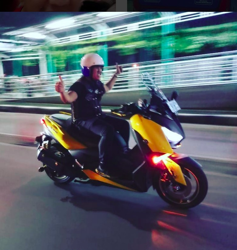 Sandy Pas Band saat Riding Malam Hari. Foto: Instagram/sandypasband_