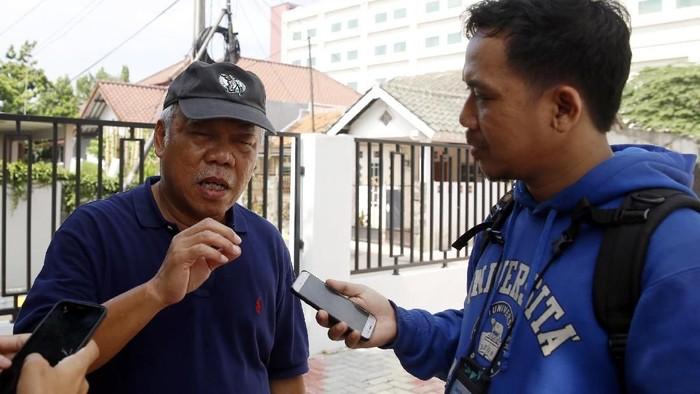 Menteri PUPR Ajak Istri Nyoblos di Bekasi