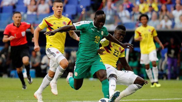 Sadio Mane sempat membelikan kostum timnas Senegal untuk warga di kampung halamannya.