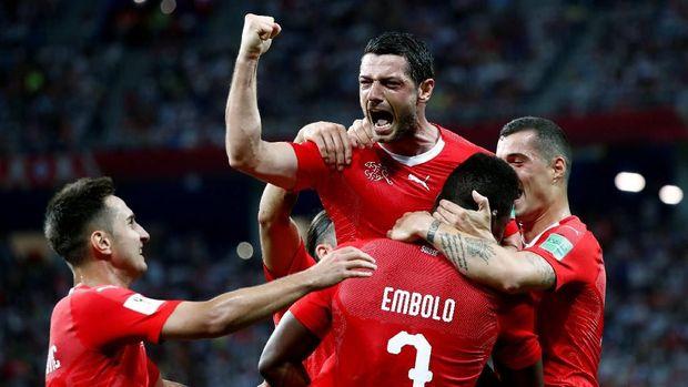 Timnas Swiss punya peluang sama besar dengan Swedia untuk lolos ke babak 16 besar.