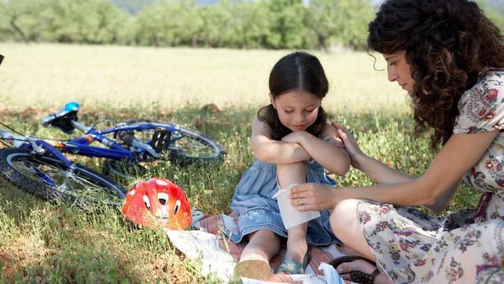 Kata Dokter tentang Mengoleskan Madu Agar Luka Anak Cepat Kering