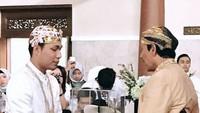 Rizal tampak gagah dengan beskap putih.Foto: Dok. Instagram