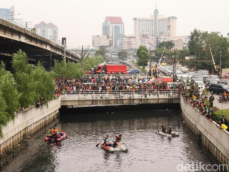 Setelah 36 Jam Kemunculan Buaya di Tengah Kota Jakarta