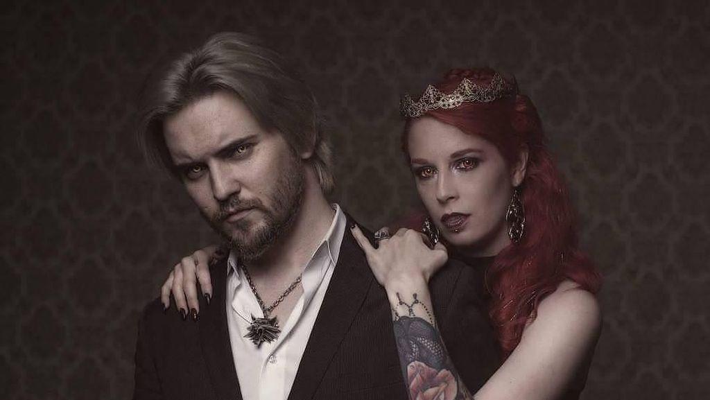 Terobsesi Jadi Vampir, Pasangan Ini Rutin Minum Darah Manusia
