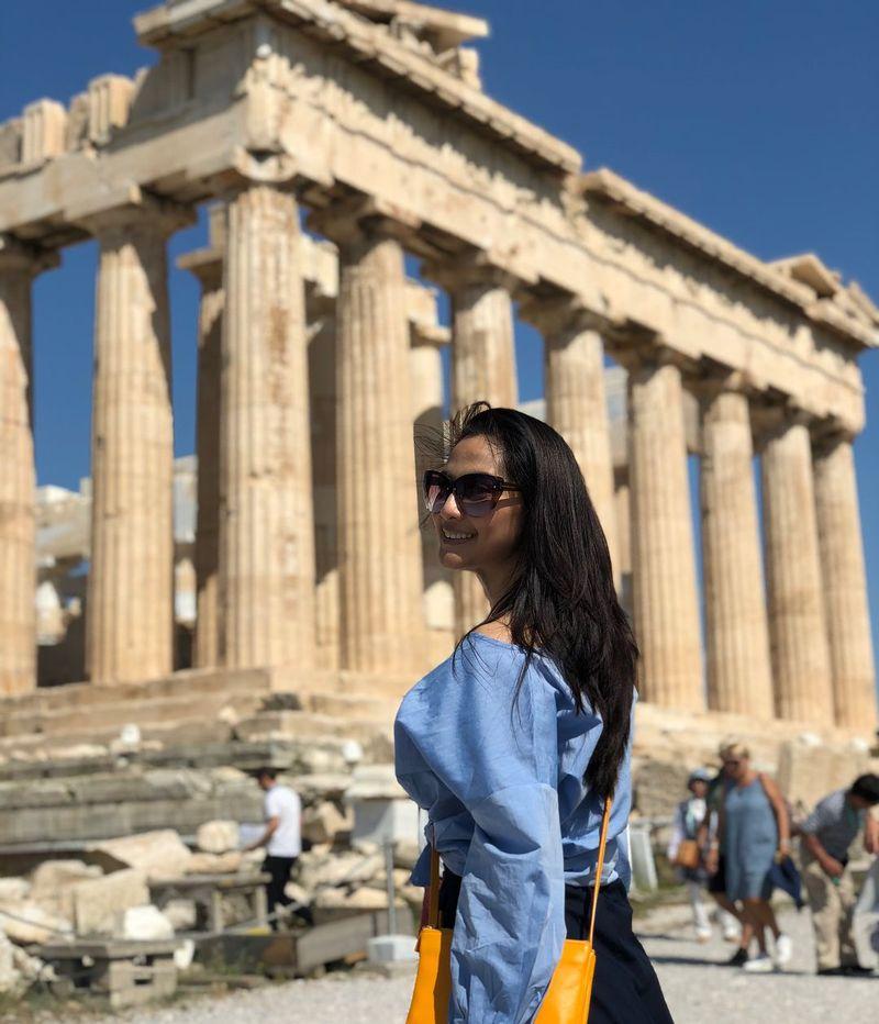 Baru-baru ini aktris cantik Maudy Koesnaedi traveling ke Yunani (maudykoesnaedi/Instagram)