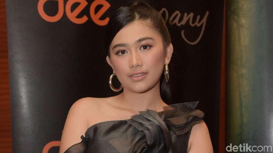 Kenalan dengan si Cantik Josephine Firmstone Yuk!