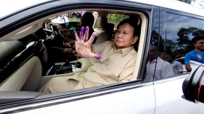 Foto: Tangan Prabowo belepot tinta. (ANTARA FOTO/Yulius Satria Wijaya)