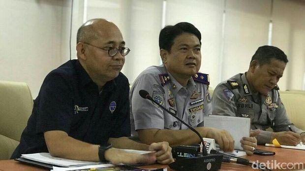 Kepala BPTJ Bambang Prihartono (kiri)