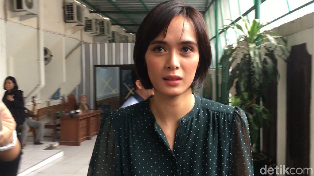 Renata Potong Rambut dan Bawakan Sushi untuk Fachri
