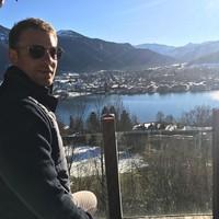 Bahkan sering juga kalau musim Bundesliga sedang libur, dia mengupload foto sembari menulis caption jika diartikan, selamat liburan untuk semua seperti di fotonya ini (manuelneuer/Instagram)