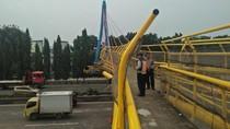 Begini Kondisi JPO yang Ditabrak Truk di Tol Bambu Apus