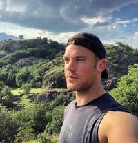 Melihat Instagram pribadinya manuelneuer, dia punya 9 juta followers. Lewat Instagram, Neuer ternyata memang hobi traveling (manuelneuer/Instagram)