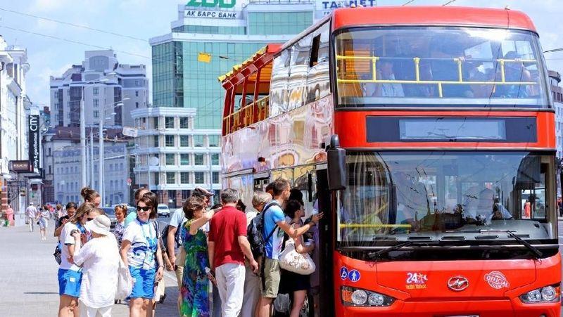 Pertama-tama, wisatawan di Kazan bisa datang dulu ke Sightseeing Centre Kazan di Tatarstan Hotel. Mereka bisa dapat info wisata dan tim pariwisata mereka menyediakan bus wisata keliling Kazan (Russia Travel)