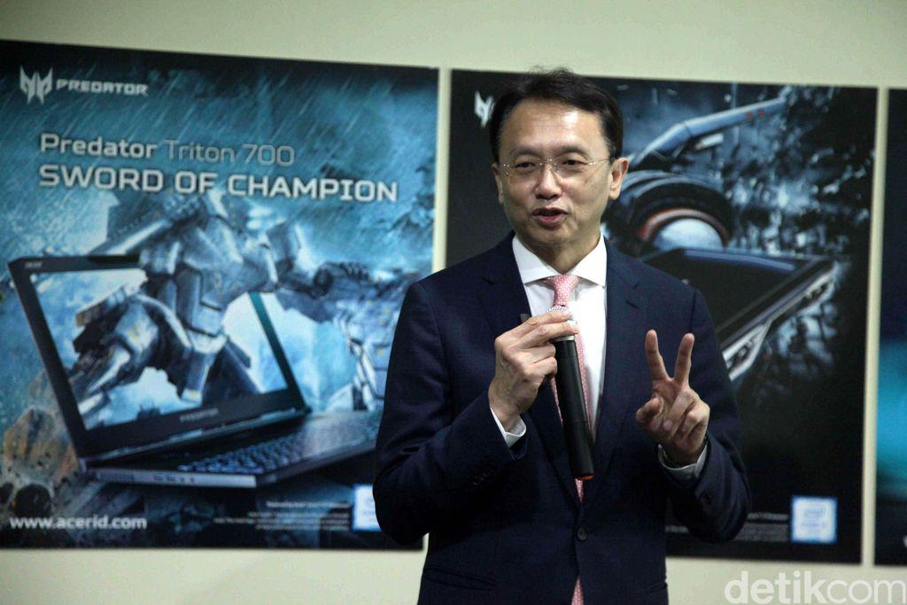 CEO Acer Inc Jason Chen menjelaskan keunggulan laptop gaming terbaru.