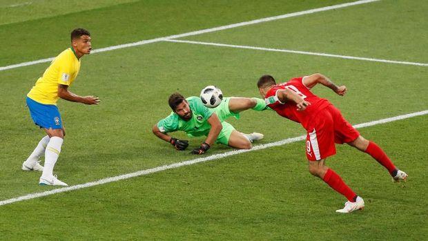 Lini belakang Brasil belum meyakinkan di babak penyisihan.