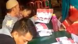 Aksi KPPS Arahkan Coblos Ridwan Kamil Ketahuan dan Langsung Disetop