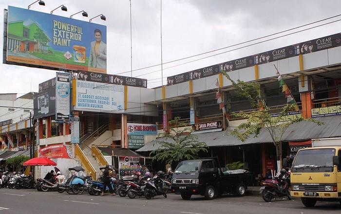 Ini adalah tampilan Pasar Kranggan, Yogyakarta. Pasar ini termasuk salah satu pasar tua karena sudah berdiri sejak tahun 1975. Lokasinya ada di Jalan Pangeran Diponegoro No. 29. Yogyakarta.
