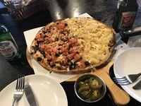 Ternyata Ini Alasannya Kenapa Orang Korea Makan Pizza dengan Acar