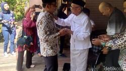 Kunjungi Mang Ihin, Ridwan Kamil Diminta Tidak Euforia Berlebihan