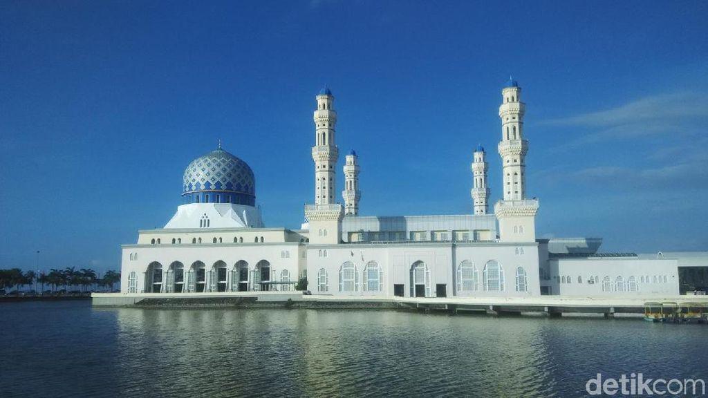Foto: Masjid Terapung di Malaysia yang Ternoda
