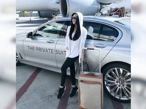Gaya Syahrini Bawa Koper Seharga Mobil dan Coba Layanan VIP Rp 42 Juta