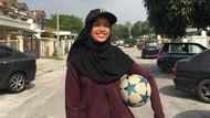 Foto: Gaya Hijab Nisa, Hijabers yang Jago Main Bola Pakai Gamis