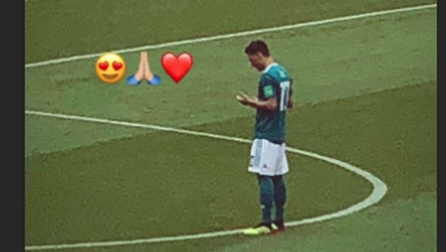 Dukungan Amine Gulse, Kekasih Mesut Ozil