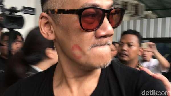Bekas Bibir di Pipi Tio Pakusadewo