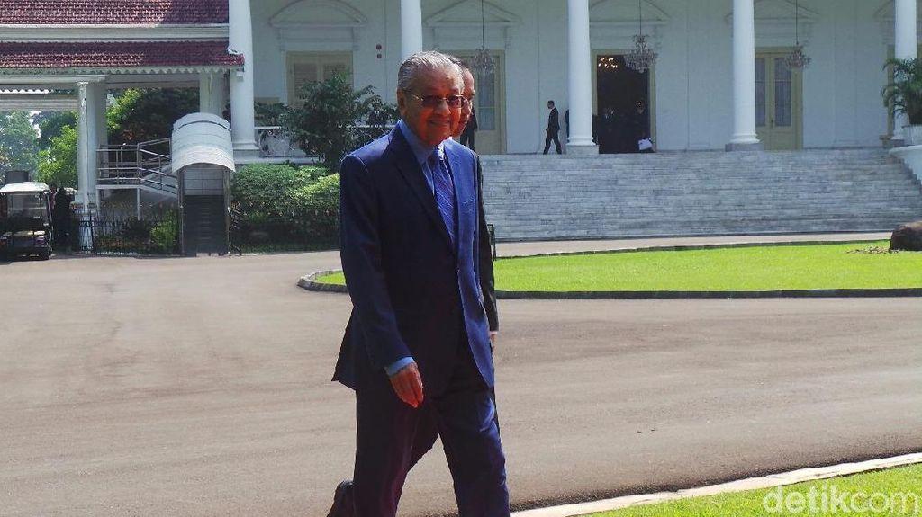 Mahathir Kumpul Bareng Menteri Hingga Pengusaha, Bahas Apa?