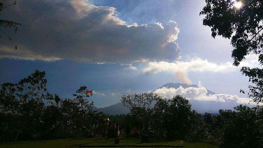 Wisatawan di Bali Aman dalam Radius 4 Km dari Gunung Agung