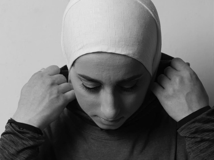 Gaya hijab sporty ala Sara Mudallal. Foto: Instagram/SaraMudallal