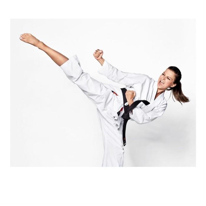 Anna telah menggeluti dunia olahraga, utamanya karate, sejak usianya masih sangat muda. Tercatat, selama karirnya Anna telah mengoleksi tiga medali di kejuaraan dunia dan enam medali dari kejuaraan Eropa. Foto: Instagram/annalewandowskahpba