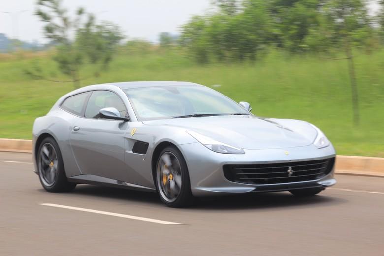 Ferrari Gtc4lusso T Asyik Diajak Ngebut Bersama Orang Tercinta