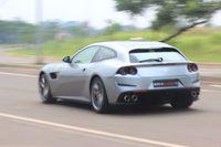 Ferrari Gtc4lusso T Asyik Diajak Ngebut Bersama Orang