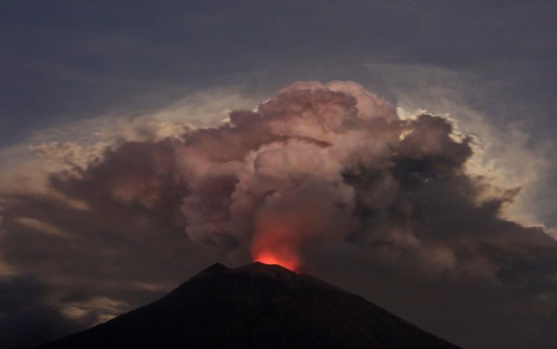 Letusan Gunung Agung. Foto: Reuters