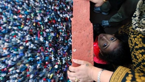 Foto: Festival Bisket atau disebut juga Bisket Jatra merupakan acara Tahun Baru Nepal. Tradisi ini diadakan tepat pada bulan April, sesuai dengan kalender China. (Navesh Chitrakar/Reuters)