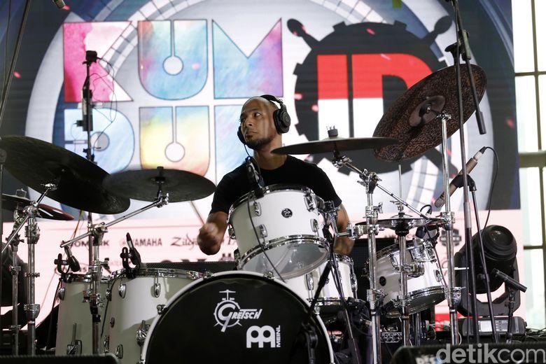 Marcell Siahaan saat tampil di Kumpul ID, Kuningan City, Jakarta Selatan pada Jumat (29/6).