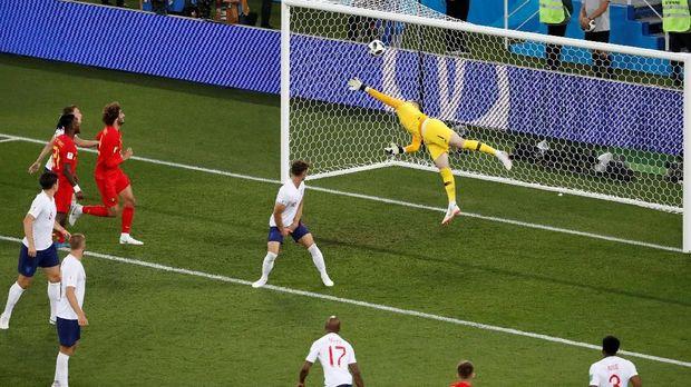 Pickford gagal menjangkau bola hasil tendangan pemain timnas Belgia Adnan Januzaj.