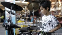 Alvin, drummer cilik berusia 9 tahun yang berasal dari Surabaya.