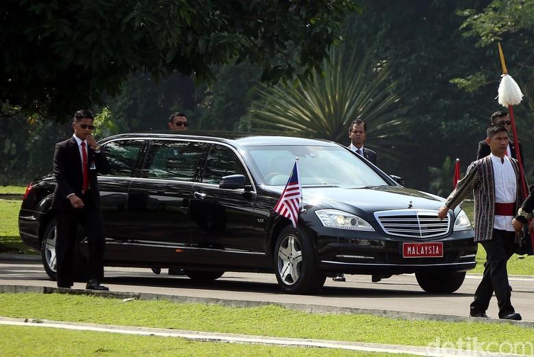 Mobil yang dipakai Mahathir Mohamad di Indonesia. Foto: Rengga Sancaya