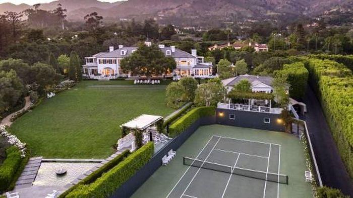 Kawasan ini menampilkan pemandangan Samudra Pasifik dan pegunungan Santa Ynez. Lowe dan istrinya membeli tanah tempat rumah tersebut berdiri pada tahun 2005. Istimewa/CNBC.com.